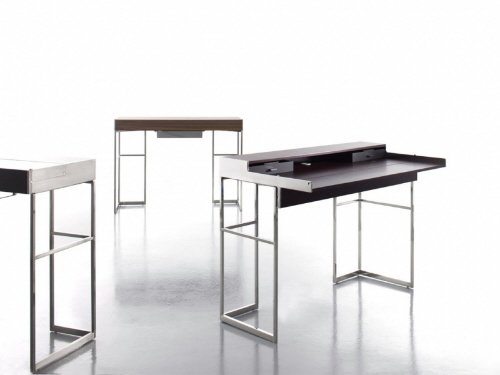 desks that are small