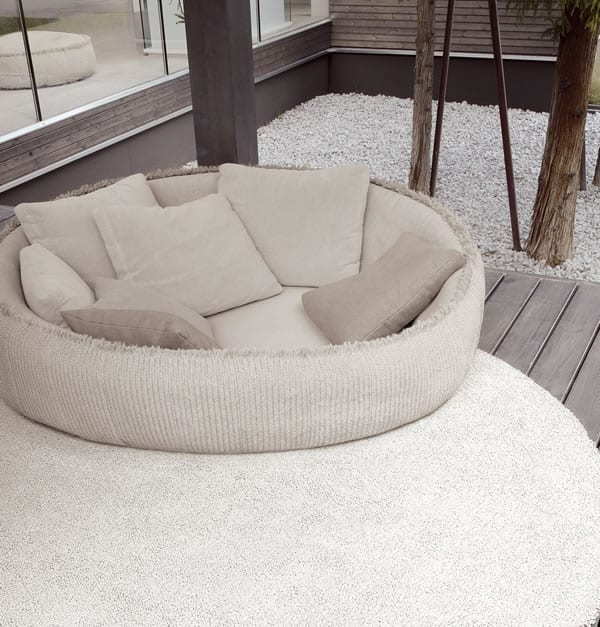 Relax in comfort in your outdoor home