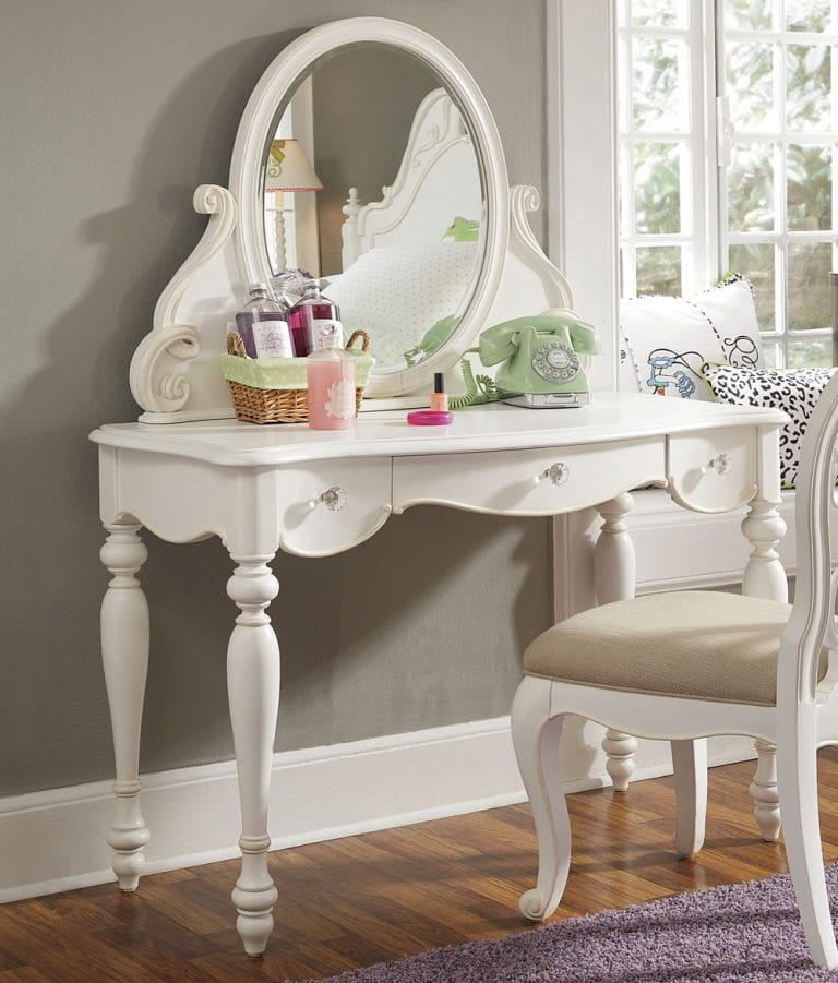 12 Amazing Bedroom Vanity Table and Chair Ideas 9