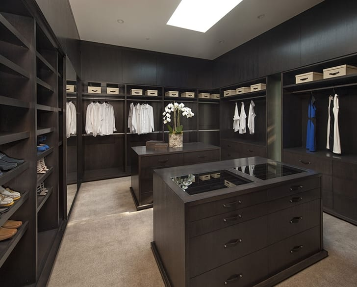 Modern-walk-in-closet-for-Mansions