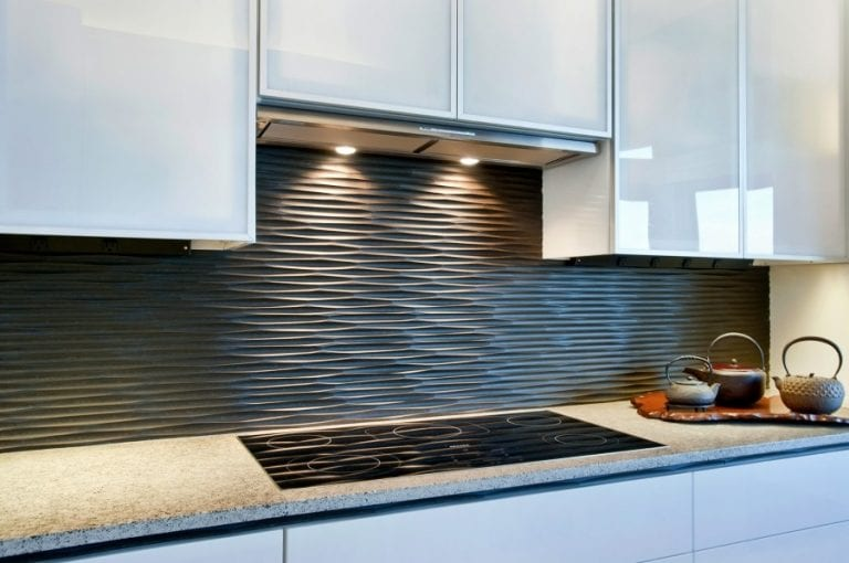 black wavy kitchen backsplash