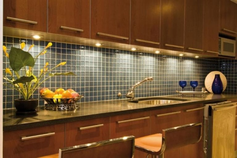 nice kitchen backsplash with under cabinet lighting