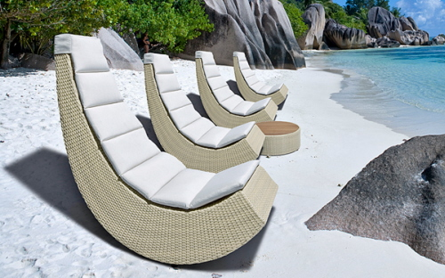 A Cool Outdoor Lounge Chair for Small Spaces